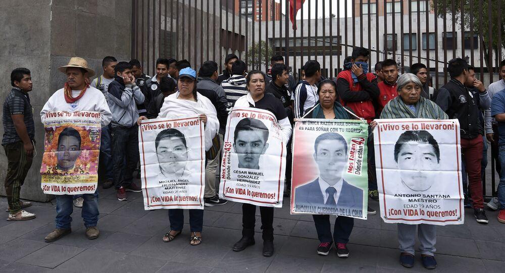 Familiares de los 43 estudiantes desaparecidos en Ayotzinapa