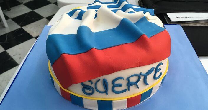 Pastel obsequiado por la embajada de Rusia en Uruguay a la colectividad para festejar el partido entre ambos países