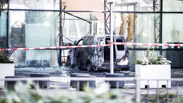 Una furgoneta de reparto embistió la sede del diario De Telegraaf en Ámsterdam - Sputnik Mundo