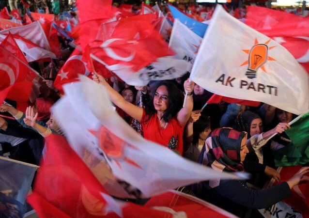 Los partidarios del partido de la Justicia y el Desarrollo (AKP) turco