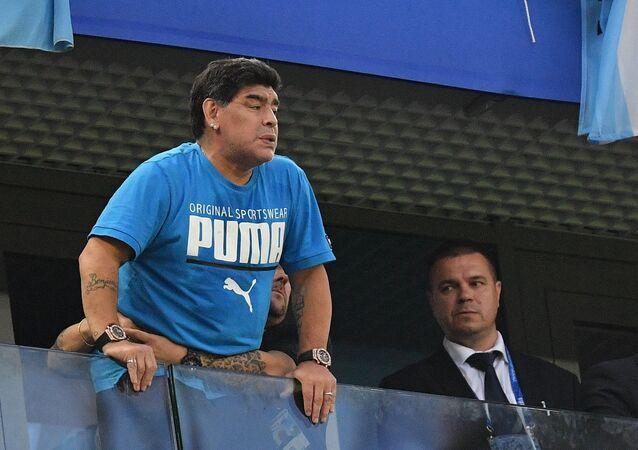 Exfutbolista argentino Diego Maradona mirando el partido Argentina-Nigeria el 26 de junio 2018 en la ciudad rusa Rostov-del-Don