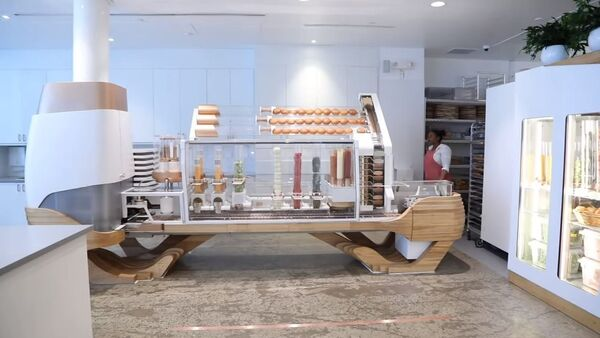 Un robot que sabe cocinar hamburguesas - Sputnik Mundo