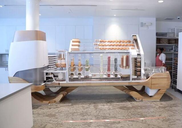 Un robot que sabe cocinar hamburguesas