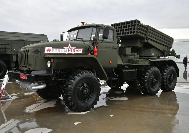 Lanzaderas múltiples de misiles rusas Tornado-G (archivo)