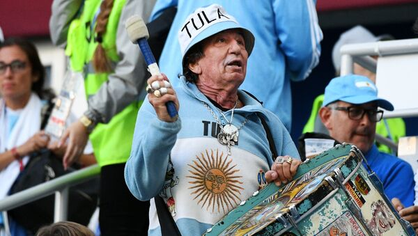 Сonocido hincha argentino Carlos Pascual Tula - Sputnik Mundo