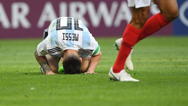Messi durante el partido entre Francia y Argentina - Sputnik Mundo
