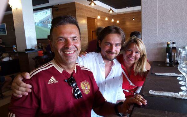 Vadim (izq), junto a sus amigos - Sputnik Mundo