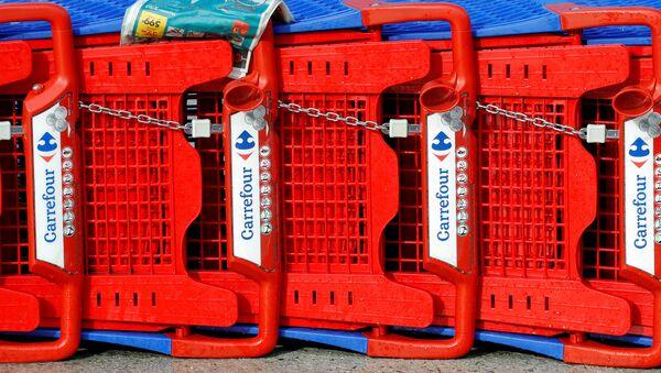 Logo de Carrefour en carritos de compra - Sputnik Mundo