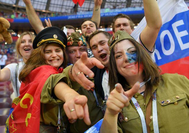 Locura en las calles de Moscú: Rusia celebra la victoria frente a España