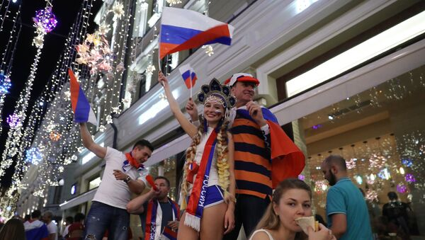 Болельщики празднуют победу сборной России - Sputnik Mundo