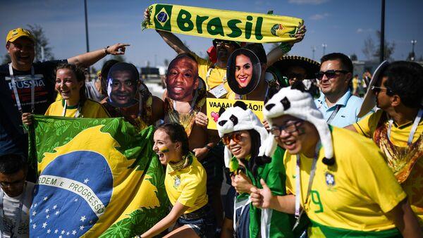 Hinchas de Brasil - Sputnik Mundo