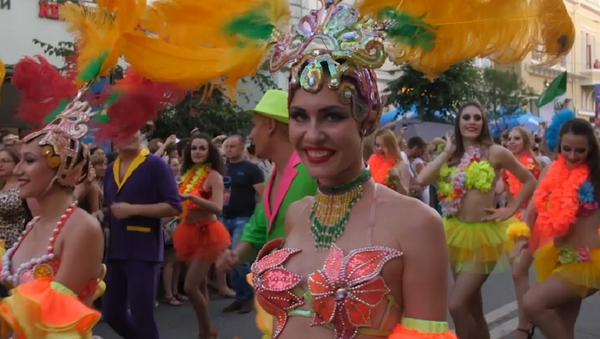 El carnaval de Brasil inunda las calles de Samara - Sputnik Mundo
