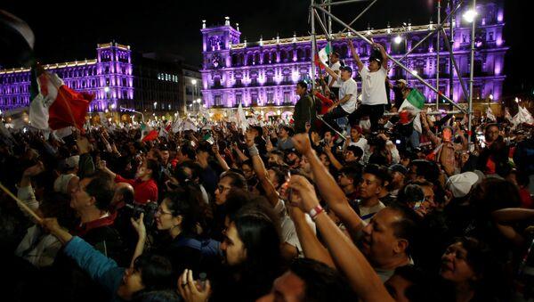 Celebración de la victoria de López Obrador en Ciudad de México - Sputnik Mundo