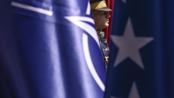 Banderas de la OTAN y EEUU - Sputnik Mundo