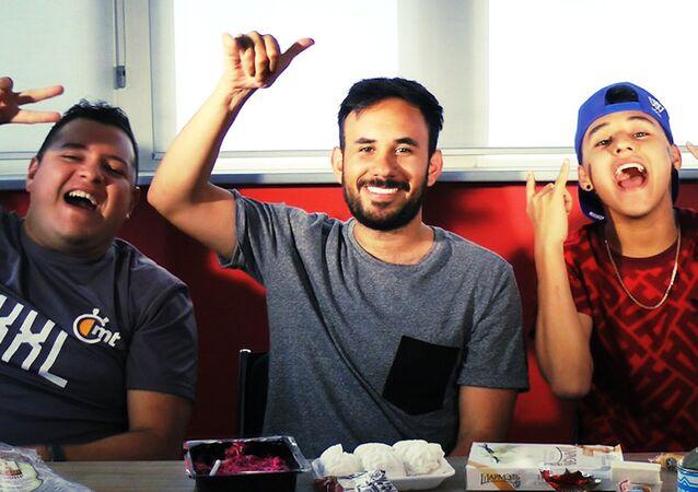 Werevertumorro, XuXo Dom y Lapizito prueban comida rusa