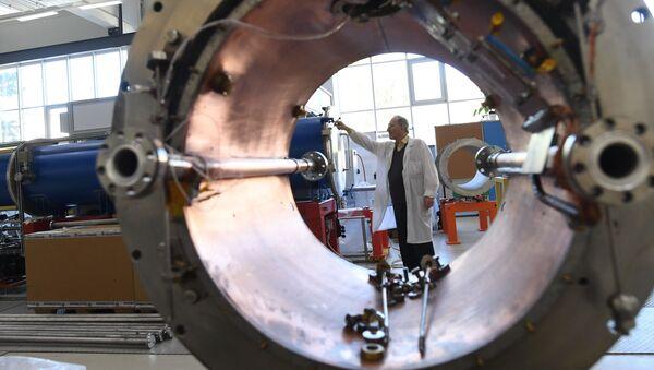 Un criostato del imán superconductor del tipo Nuclotrón - Sputnik Mundo