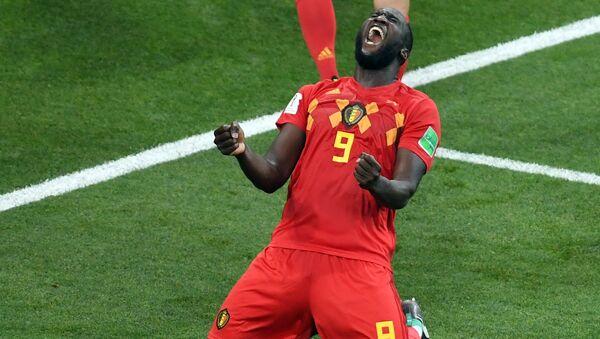 El belga Romelu Lukaku celebra la emocionante victoria de su selección sobre Japón - Sputnik Mundo