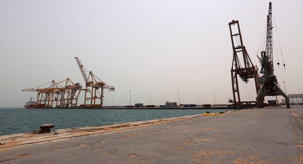 La vista al puerto yemení Al Hudaida