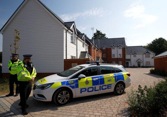 La policía británica en Amesbury, Reino Unido