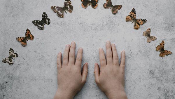 Las manos de un niño (imagen referencial) - Sputnik Mundo