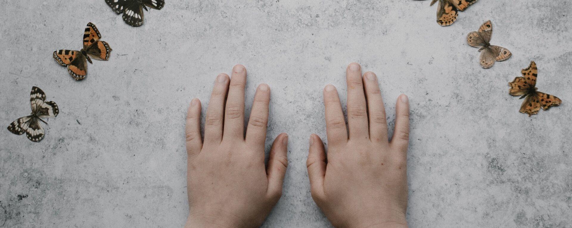 Las manos de un niño (imagen referencial) - Sputnik Mundo, 1920, 21.06.2021