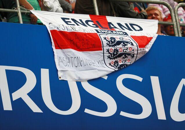 Bandera de Inglaterra en un partido del Mundial Rusia