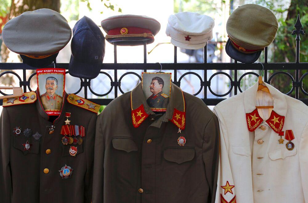 Hinchas extranjeros descubren los secretos de Stalin