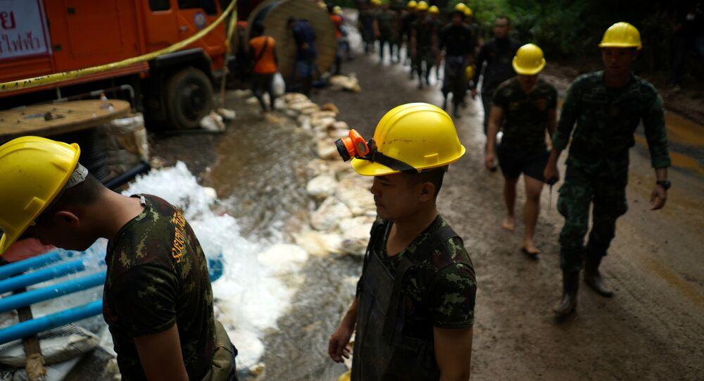 Operación de rescate de los niños atrapados en una cueva en Tailandia