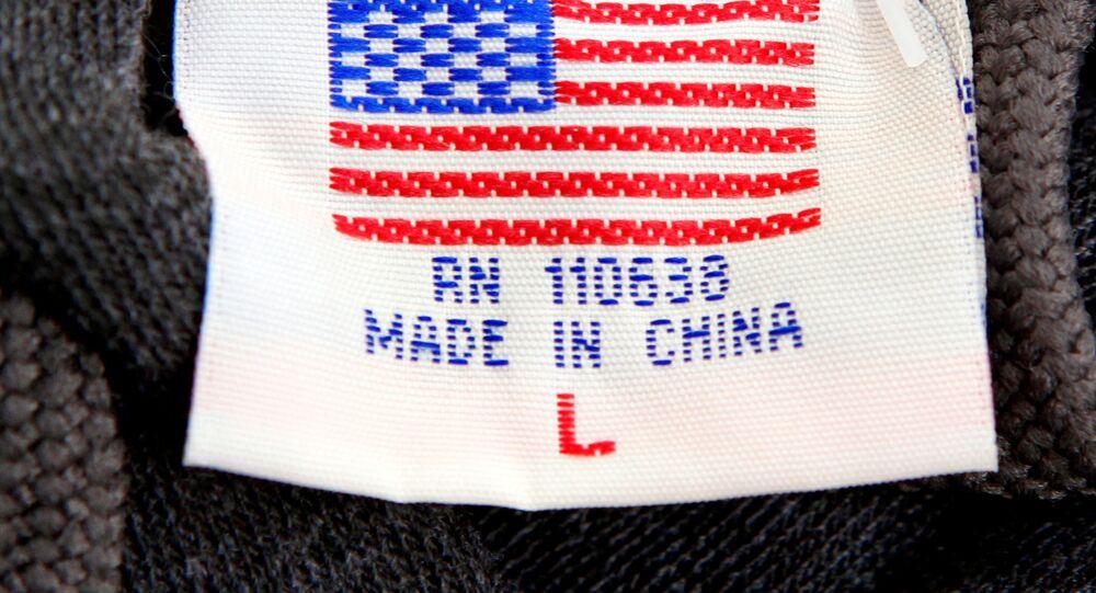 Una etiqueta con la bandera de EEUU y la frase 'Hecho en China' (imagen referencial)