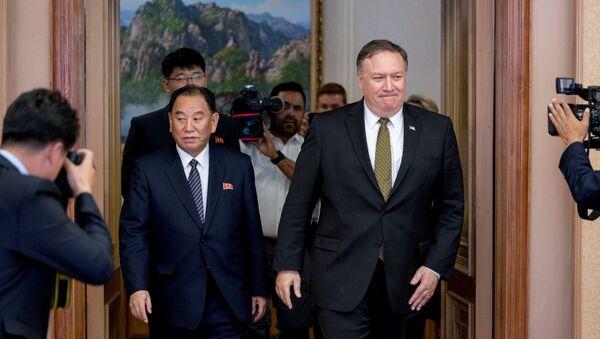 Vicepresidente del Partido de los Trabajadores Coreanos, Kim Jong-chul, y secretario de Estado de EEUU, Mike Pompeo - Sputnik Mundo