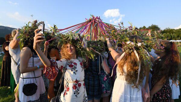 La fiesta de Iván Kupala en Crimea - Sputnik Mundo