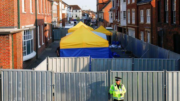 Policía en Amesbury, Reino Unido - Sputnik Mundo