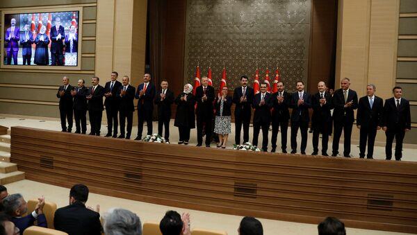 Recep Tayyip Erdogan, presidente de Turquía, junto a su nuevo Gabinete - Sputnik Mundo