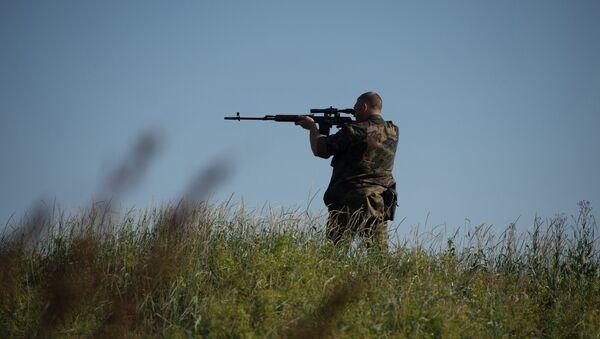 Hombre con un fusil (imagen referencial) - Sputnik Mundo