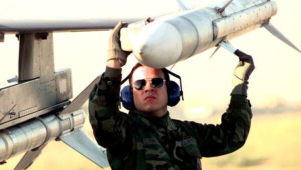 Misil aire-aire AIM-120 - Sputnik Mundo