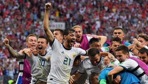 Futbolistas de la selección de Rusia celebran la victoria sobre España en el Mundial de Rusia 2018, 1 de julio de 2018 - Sputnik Mundo