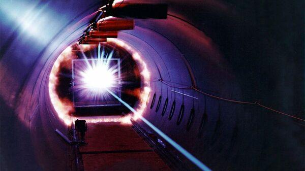 Láser, imagen referencial - Sputnik Mundo