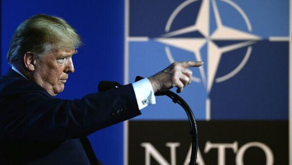 Donald Trump, presidente de EEUU durante la cumbre de la OTAN - Sputnik Mundo