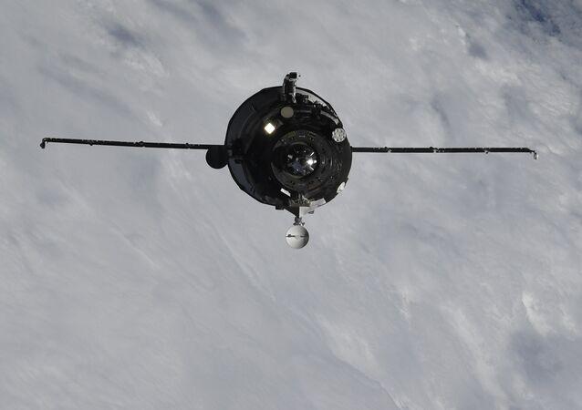 El carguero espacial ruso Progress MS-09 acercándose a la EEI el 10 de julio 2018