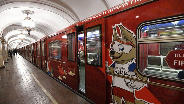 El tren 'Mundial de fútbol' en el metro de Moscú - Sputnik Mundo