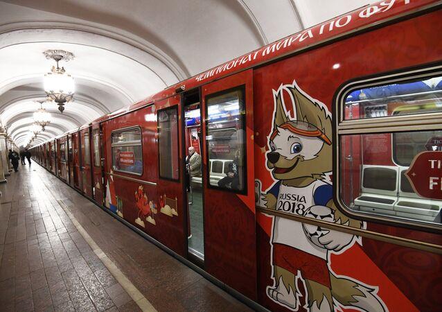 El tren 'Mundial de fútbol' en el metro de Moscú