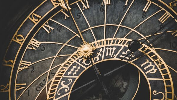 Reloj de oro (imagen referencial) - Sputnik Mundo
