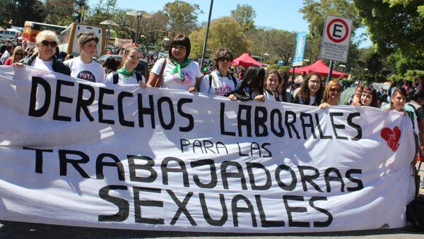 Representantes de la Asociación de Mujeres Meretrices de Argentina en el Encuentro Nacional de Mujeres en Argentina. - Sputnik Mundo