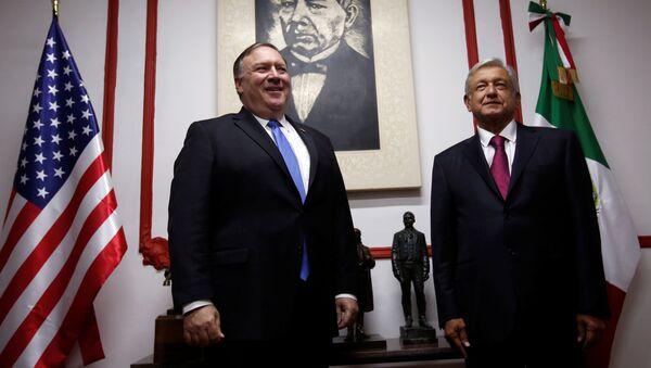 El secretario de Estado de EEUU, Mike Pompeo, y el presidente electo de México, Andrés Manuel López Obrador - Sputnik Mundo