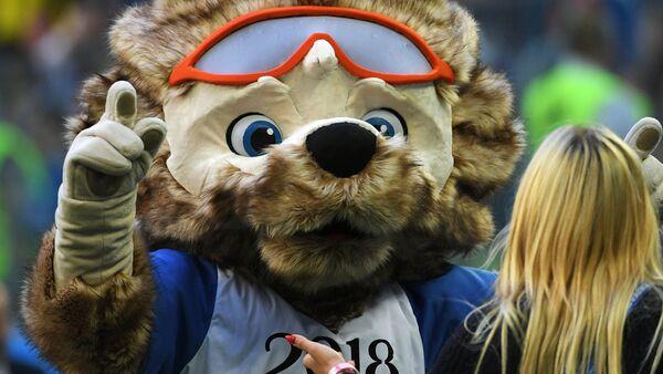 La mascota oficial del Mundial 2018 en Rusia, el lobo Zabivaka - Sputnik Mundo