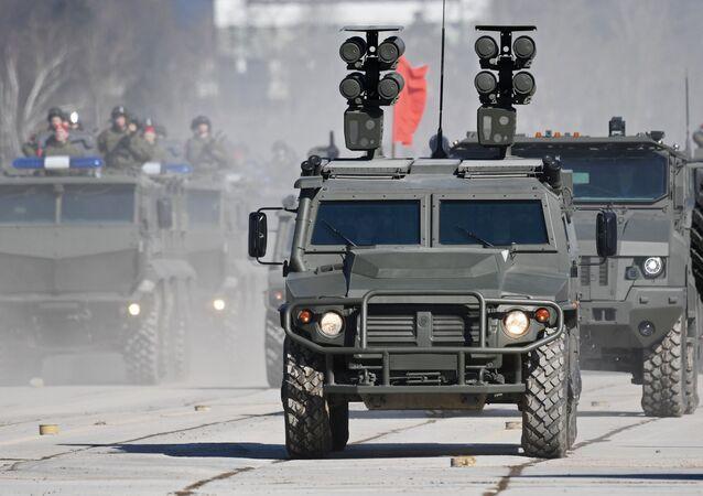 Misiles antitanques Kornet-D sobre el vehículo blindado Tigr