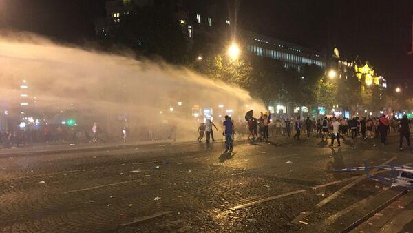 Disturbios en París, Francia - Sputnik Mundo