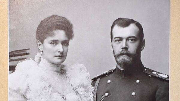 Zar Nicolás II con su esposa, Alexandra Fiódorovna - Sputnik Mundo