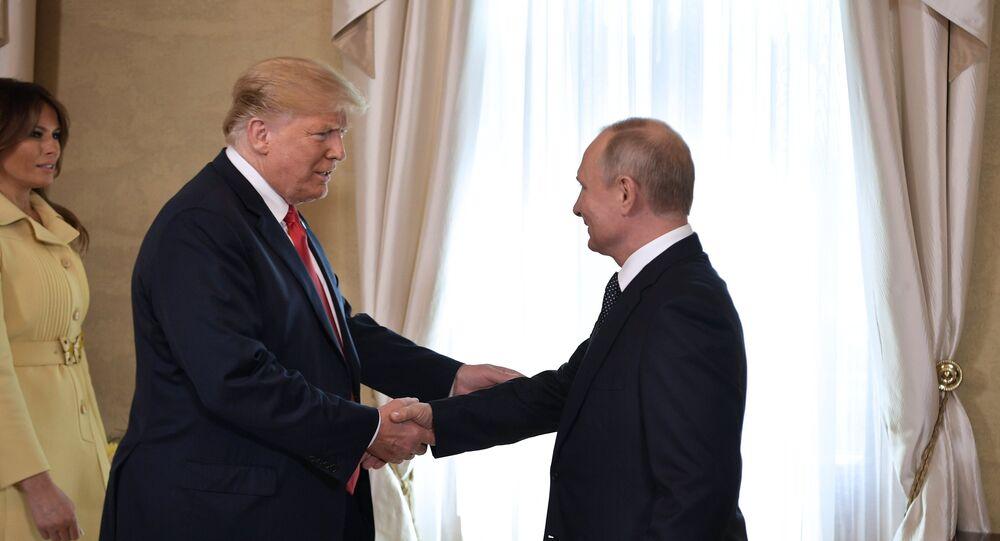 Trump y Putin se reunen en el palacio presidencial para su primera cumbre oficial (archivo)