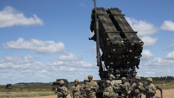 Un sistema de defensa antimisiles estadounidense Patriot - Sputnik Mundo